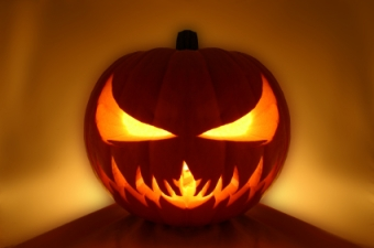 This pumpkin's got nothin' on some of these horrifying moments!! Photo: http://filmaholics.net